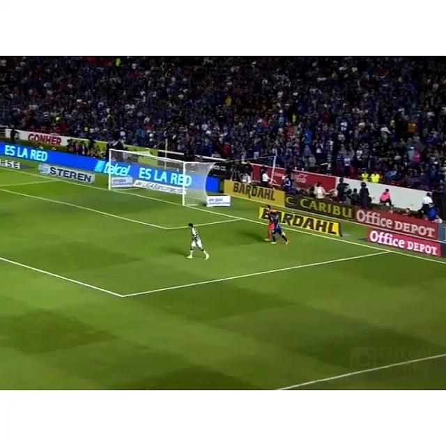 Ronaldinho chipeur de ballon !